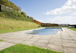 Rudds Lulworth B&B has lovely grounds & a swimming pool